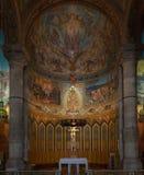Binnenland van de Kathedraal van Heilig Hart (Sagrat Corazon) op Tibidabo-berg in Barcelona royalty-vrije stock foto's
