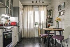 Binnenland van de keuken in Skandinavische stijl stock afbeeldingen