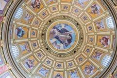Binnenland van de koepel in de Rooms-katholieke kerkst Stephen Basiliek in Boedapest Royalty-vrije Stock Afbeeldingen