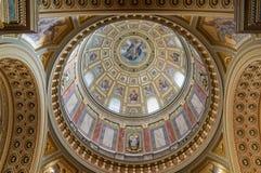 Binnenland van de koepel in de Rooms-katholieke kerkst Stephen ` s Basiliek in Boedapest Royalty-vrije Stock Afbeeldingen