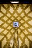 Binnenland van de koepel van de Mol Antonelliana die in detail zijn decoratie zien en in het centrum het gat van de lift Royalty-vrije Stock Afbeeldingen