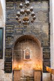 Binnenland van de lagere zaal van Alexander Nevsky-kerk in Jeruzalem, Israël royalty-vrije stock foto