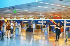 Binnenland van de Luchthaven van Los Angeles door Tom Bradley wordt genoemd dat Eindsouthwest airlines stock foto
