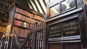 Binnenland van de middeleeuwse Chethams-Bibliotheek, Manchester, Engeland Royalty-vrije Stock Afbeelding