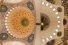 Binnenland van de moskee in Istanboel Stock Fotografie