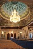 Binnenland van de Moskee van Qaboos van de Sultan - Muscateldruif, Oman Stock Afbeeldingen