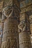 Binnenland van de oude tempel van Egypte in Dendera Stock Afbeeldingen