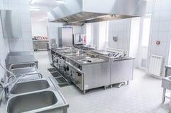 Binnenland van de professionele keuken stock afbeelding
