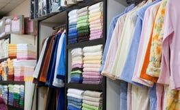 Binnenland van de toebehorenwinkel van het handdoekenbad Royalty-vrije Stock Afbeelding
