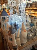 Binnenland van de winkel van huisartikelen met Kerstmisdecoratie Royalty-vrije Stock Afbeeldingen