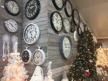 Binnenland van de winkel van huisartikelen met Kerstmisdecoratie Royalty-vrije Stock Foto's