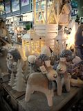Binnenland van de winkel van huisartikelen met Kerstmisdecoratie Stock Foto