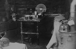 Binnenland van dugout Sovjetmilitairen tijdens tweede wereldoorlog, wederopbouw Stock Afbeelding