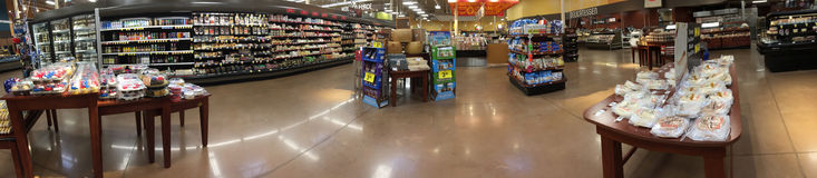 Binnenland van een aardige kruidenierswinkelopslag TX Stock Afbeeldingen