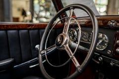 Binnenland van een auto Mercedes-Benz 220 van de ware grootteluxe `-Cabriolet een ` W187, 1951 Stock Fotografie