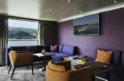 Binnenland van een barzitkamer op een cruiseschip Stock Foto