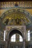 Binnenland van een beroemde basiliek Stock Foto's