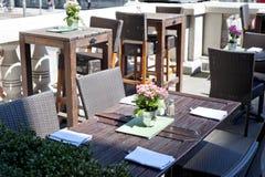 Binnenland van een de zomerterras van restaurant Royalty-vrije Stock Afbeelding
