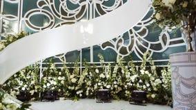 Binnenland van een decoratie van de huwelijkszaal Mooie gediende huwelijkslijsten stock footage