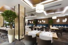 Binnenland van een hotelrestaurant Stock Fotografie