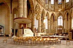 Binnenland van een katholieke kerk. Royalty-vrije Stock Afbeeldingen