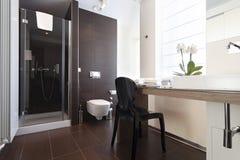 Binnenland van een moderne badkamers Stock Foto's