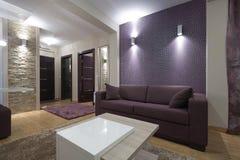 Binnenland van een moderne woonkamer Stock Foto