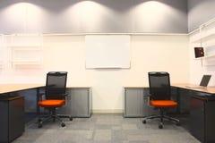 Binnenland van een nieuw bureau Stock Afbeeldingen
