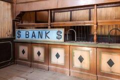 Binnenland van een oud bankgebouw stock fotografie