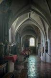 Binnenland van een oude kerk Stock Afbeelding