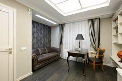 Binnenland van een ruimte van het luxekabinet Royalty-vrije Stock Foto's