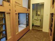 Binnenland van een slaapkamer in herberg royalty-vrije stock foto