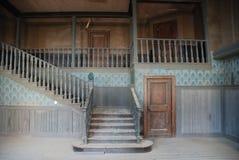 Binnenland van een verlaten huis stock afbeelding