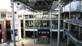 Binnenland van een winkelcentrum stock fotografie