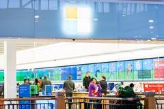 Binnenland van een winkelcomplex stock foto's