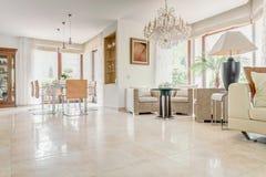 Binnenland van elegante exclusieve villa royalty-vrije stock fotografie