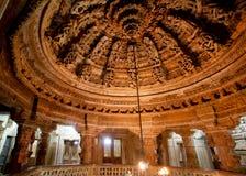 Binnenland van fantastische de 12de eeuwtempel in Jaisalmer Stock Afbeeldingen
