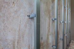 Binnenland van flat met materialen tijdens op de bouw, het remodelleren, het herbouwen en de vernieuwing royalty-vrije stock foto