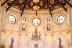 Binnenland van Geboorte van Christus van Onze Dame Cathedral met gloeiende gloeilampen lichte toon Royalty-vrije Stock Foto