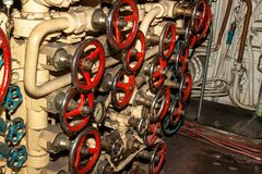 Binnenland van gevechts onderzees compartiment met apparaten van controle royalty-vrije stock fotografie