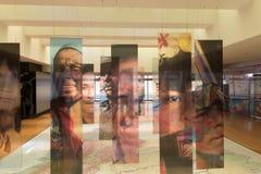 Binnenland van Gouden Musuem in Bogota met portretten en reusachtige ma royalty-vrije stock foto's