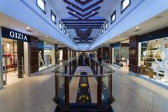 Binnenland van groot en populair onder toeristenwinkelcentrum op de Anatolische kust Royalty-vrije Stock Afbeeldingen