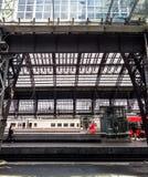Binnenland van het centrale station van Keulen stock afbeelding