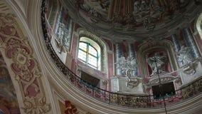 Binnenland van het Corpus Christi Church, Nesvizh, Wit-Rusland stock video