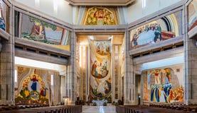 Binnenland van het Heiligdom van Pausjohannes paulus ii in Krakau, Polen Stock Foto