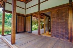 Binnenland van het Japanse de theehuis van Shofuso Stock Foto
