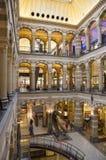 Binnenland van het Magna Plaza-winkelcomplex in Amsterdam, Nederland Royalty-vrije Stock Afbeeldingen