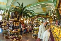 Binnenland van het Voedselzaal van Yeliseev ` s De Opslag van de Yeliseyevkruidenierswinkel constr Royalty-vrije Stock Fotografie