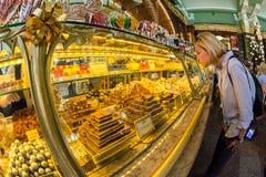 Binnenland van het Voedselzaal van Yeliseev ` s De Opslag van de Yeliseyevkruidenierswinkel constr Royalty-vrije Stock Foto