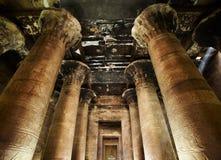 Binnenland van Horus tempel, Edfu, Egypte. Stock Foto's